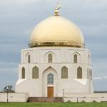 Памятный знак, где хранится самый большой в мире печатный Коран