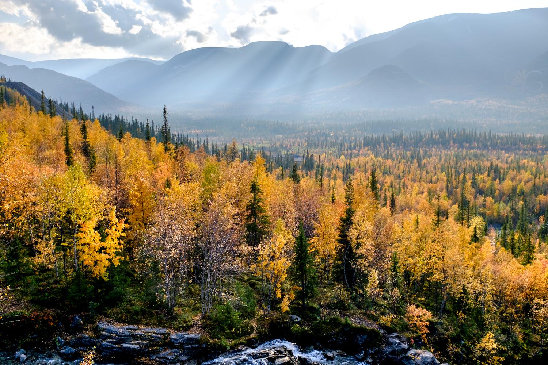 Вид на Часначорр и долину реки Кунийок от водопада на Рисйоке – тест динамического диапазона камеры Fujifilm X100T