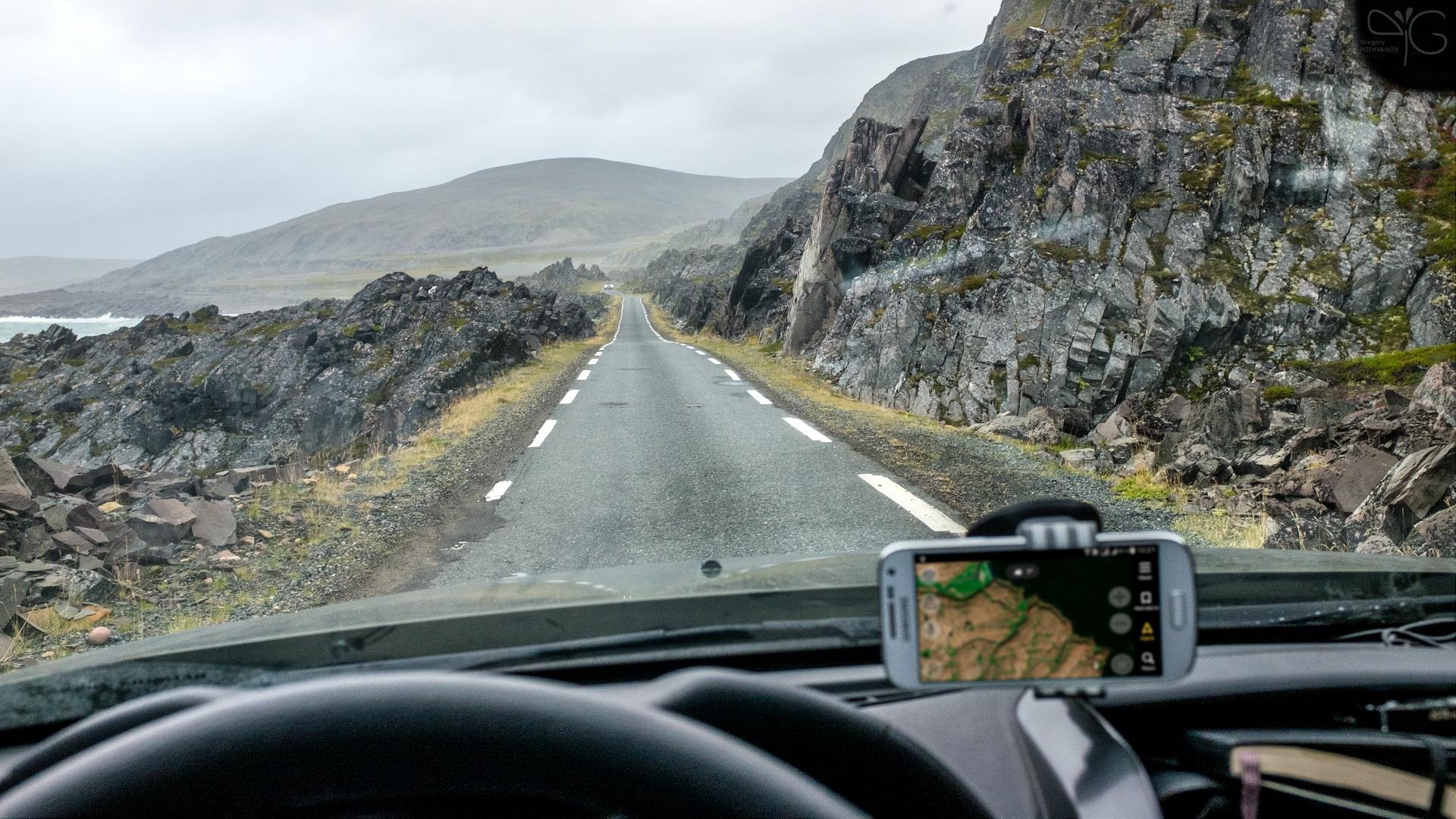 Телефон-навигатор в машине