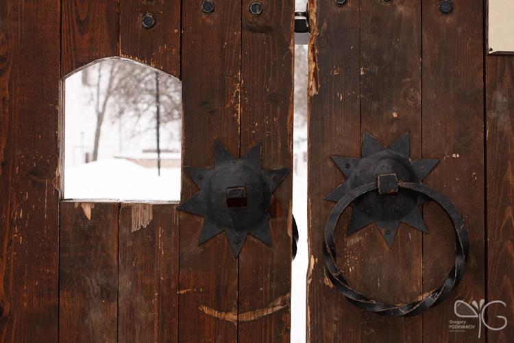 Одни из ворот Спасо-Ефимиева монастыря
